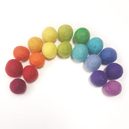 Rainbow-Felt-Balls